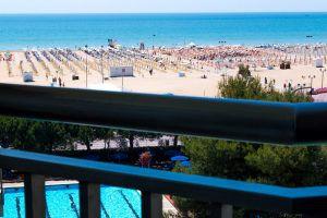 La vista da uno dei balconi delle camere di Hotel Principe Bibione, Hotel 4 stelle fronte mare