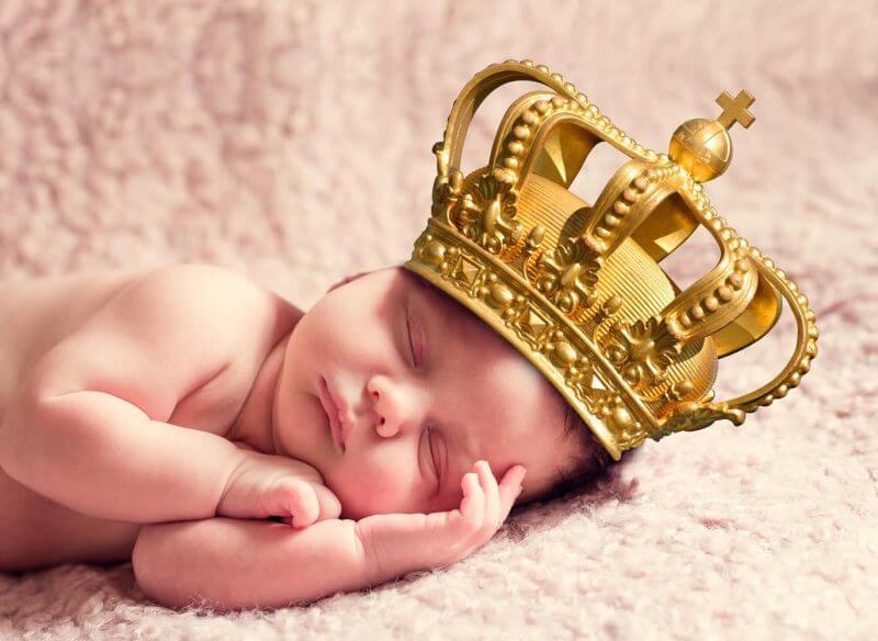 Immagine stilizzata di un bimbo che dorme come un re all'Hotel Principe Bibione